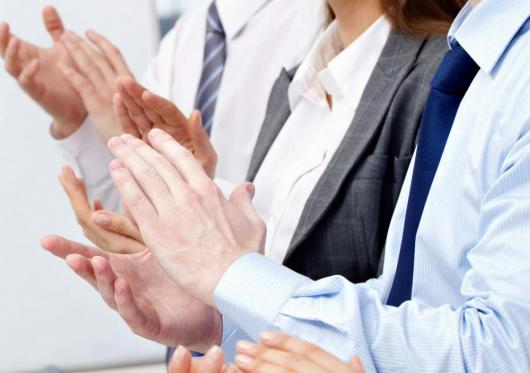 Clapping business people web